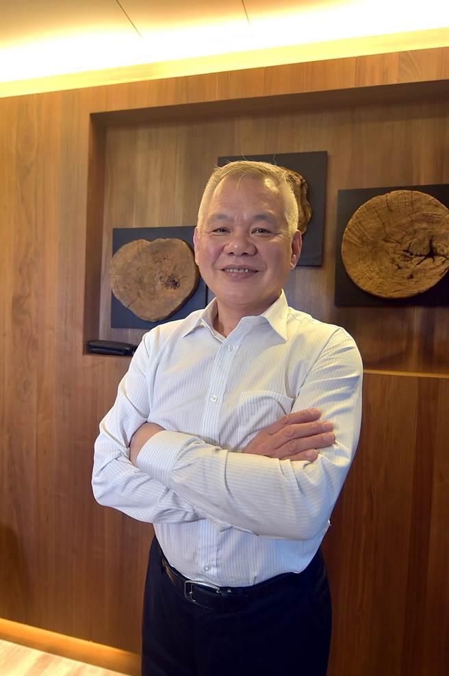 李慶興再戰食壇在台北市信義路投資開設整棟樓的〈申浦尚宴〉,他笑稱這是「老將封刀之作」。(圖/姚舜)