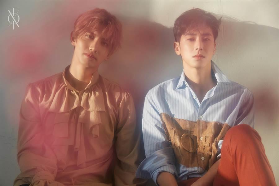 東方神起出道已15年,允浩及昌珉感謝歌迷在他們當兵時期不離不棄。avex提供