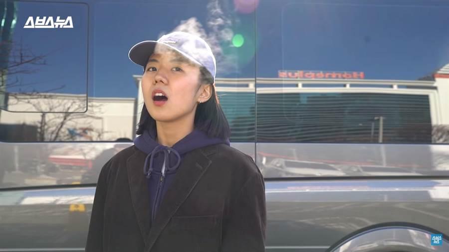 韓國記者實測後發現不太可能可以吐出超長白氣(圖/翻攝自影片)