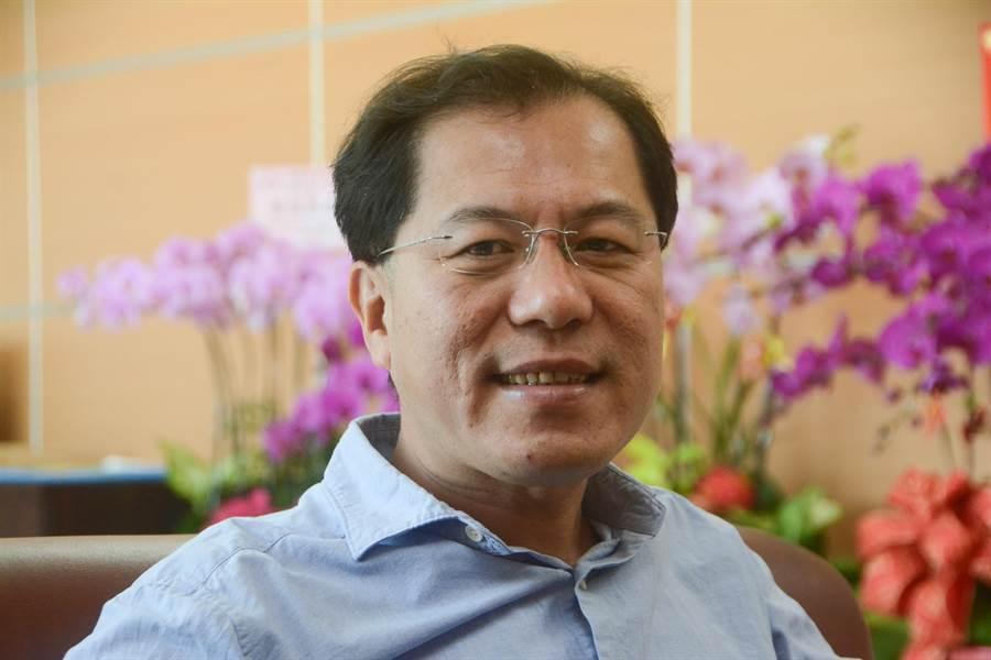 高市農業局長吳芳銘表示,當時韓國瑜找他當農業局長,他沒想過兩人黨派立場不同,只認為高雄未來有做事空間就決定接下重擔。(林宏聰攝)