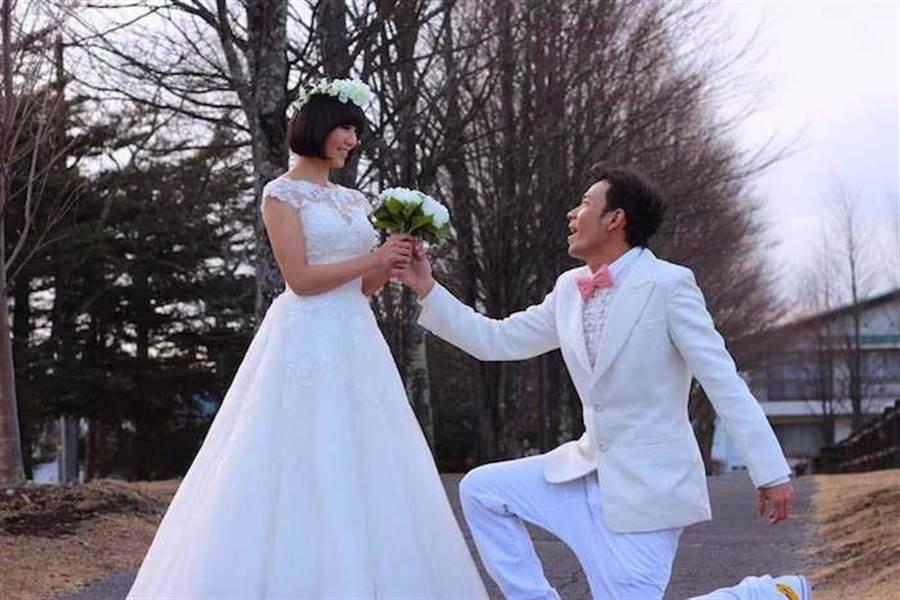 小倆口浪漫婚紗照。(修毅提供)