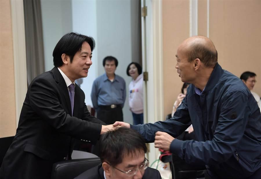 新任六都市長27日列席行政院院會,高雄市長韓國瑜穿夾客參加。(圖/中央社)