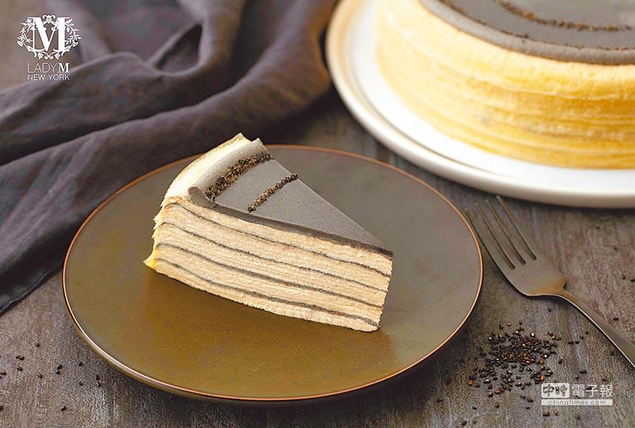 Lady M快閃至明年1月6日,除板橋大遠百限定口味「海鹽焦糖千層蛋糕」外,1月2日至6日推台灣獨家口味「芝麻鐵觀音千層蛋糕」,每片290元。(板橋大遠百提供)