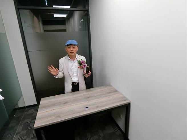「皇家NTC商務中心」規畫70多間大小不同的辦公區、180多個位子,辦公室設備皆可媲美台北頂級的商務中心。(盧金足攝)