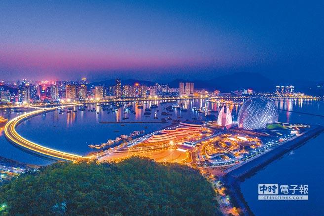 瞄準「一帶一路」倡議,珠海化身國際門戶城市。圖為珠海市夜景。(珠海市提供)