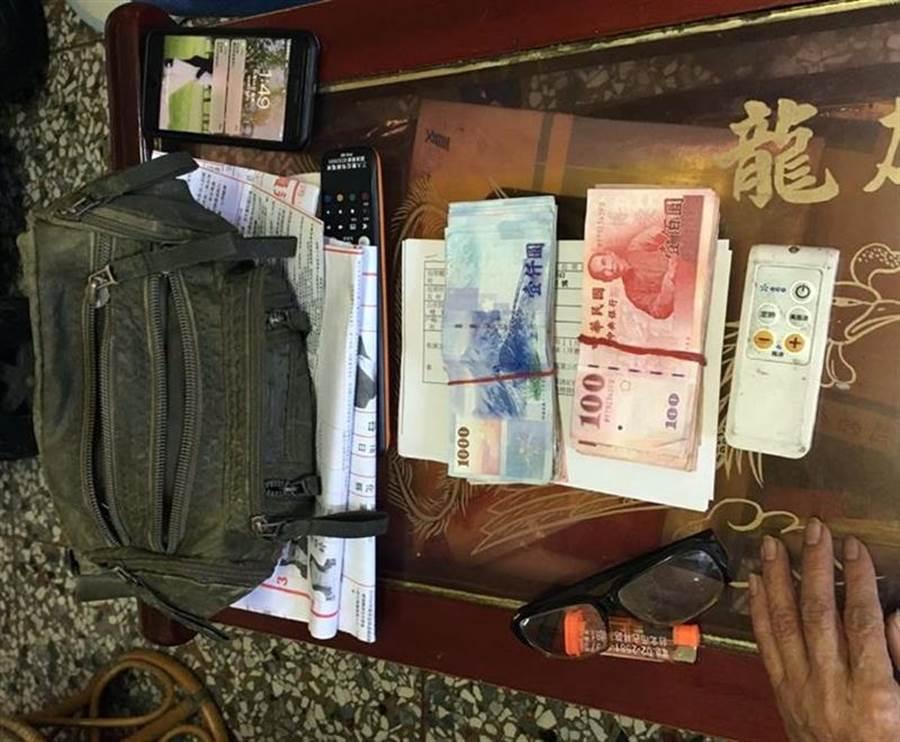 彰化檢警調搜索時,在永靖鄉陳姓鄉代候選人樁腳住處,起獲準備用來買票的現金。(資料照,謝瓊雲翻攝)