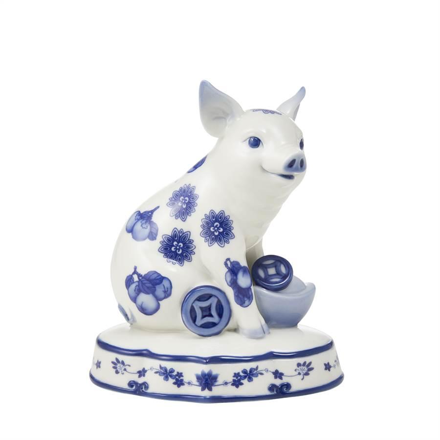 法藍瓷豬事亨通青花豬擺飾,8400元。(法藍瓷提供)