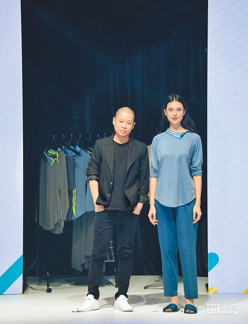 長榮航空邀請時裝設計師吳季剛(左),設計商務艙睡衣。圖/業者提供