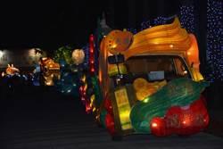 屏東33鄉鎮市花燈車點燈 遊行市區為明年台灣燈會點燈