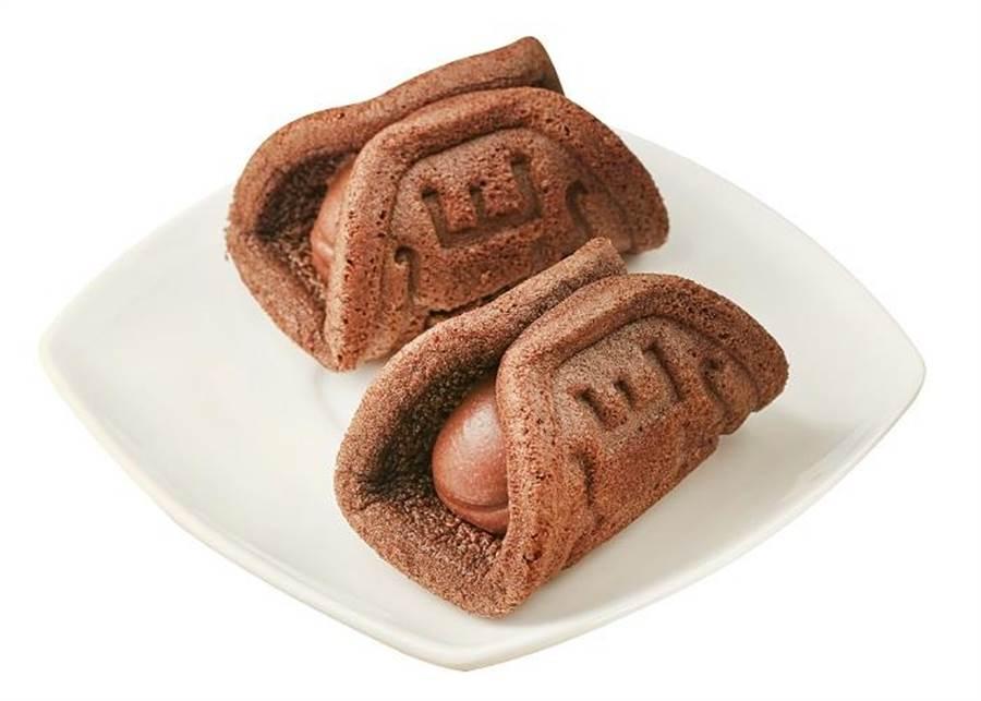 全聯We Sweet x Hershey's經典巧克力瓦芙燒,內餡有如霜淇淋般,搭配細緻綿密的巧克力瓦芙,入口即化,明年1月4日起推出,2入/66g/盒,39元。(全聯提供)