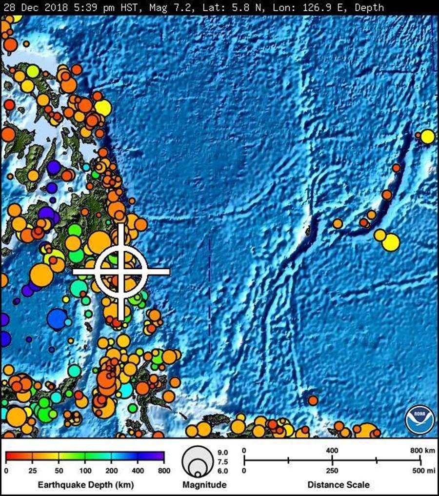 太平洋海嘯警報中心表示,菲律賓南部民答那峨島發生規模6.9強震,震央附近300公里範圍內將引發海嘯,菲律賓和印尼沿海地區將可能受到影響。(圖取自太平洋海嘯警報中心)