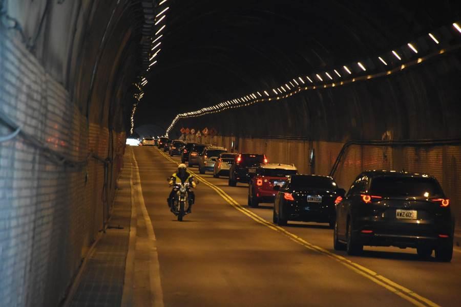 台9線和仁至大清水路段部分道路縮減,單向放行通車,導致南下車輛回堵。(新城警分局提供)