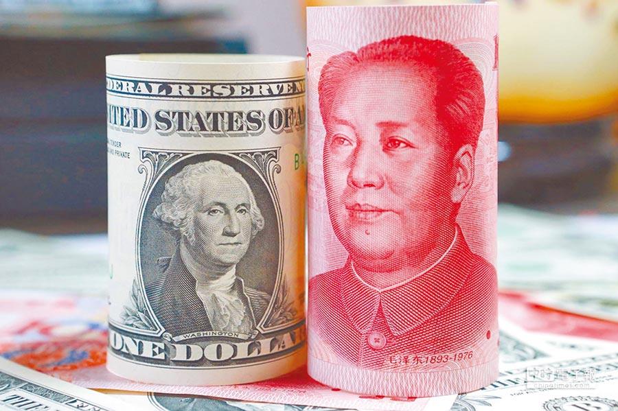 中美貿易戰一旦陷入長期對抗模式,人民幣勢必會再成為兩國角力的焦點。(中新社資料照片)