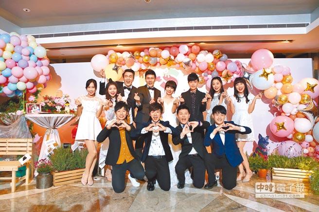 香蕉哥哥與草莓姊姊補辦婚宴,歷代與現代YOYO家族哥哥姊姊齊聚祝賀。