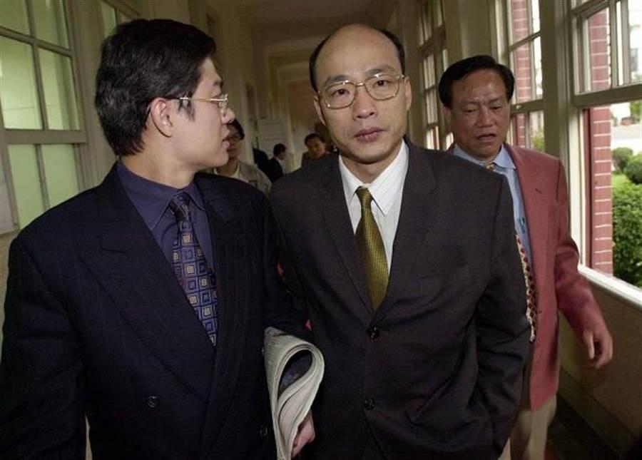 圖為時任立委的韓國瑜(中),立委羅明才(左),前立委何智輝(右)。(中時資料照)