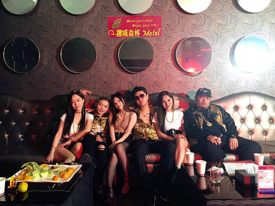 ▲新的台客電音嘻哈團體「東區不倒翁」。(圖/「東區不倒翁」提供)