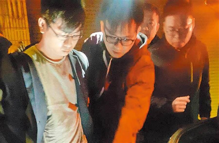 29歲的知名飯店主廚游甯鈞(左一),持玩具槍搶劫板橋陽信銀行,遭重判七年八月徒刑。(本報資料照片)