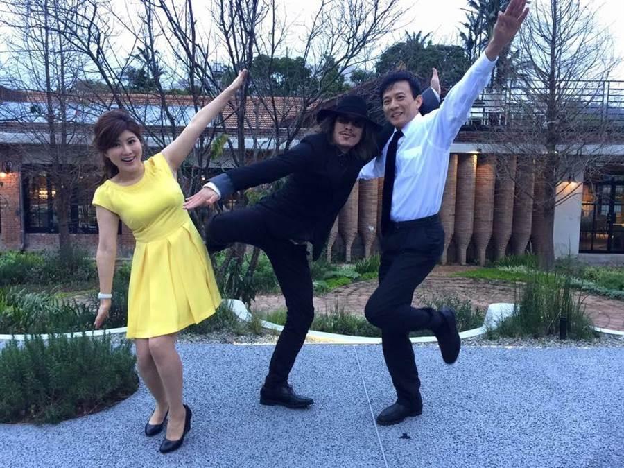 蔡正元誇獎彭文正夫妻跳奇怪雙人舞幫國民黨在大選拉了不少票,「功在黨國」。(翻攝自彭文正臉書)