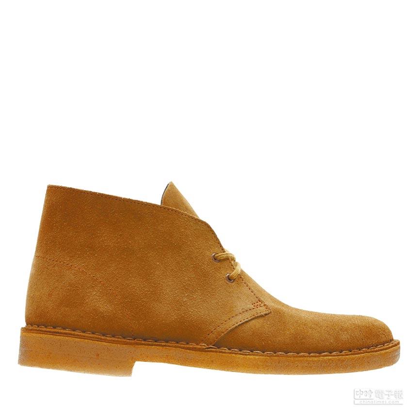 生膠為底、麂皮為面的短靴,是沙漠靴的經典樣貌。圖片提供各品牌