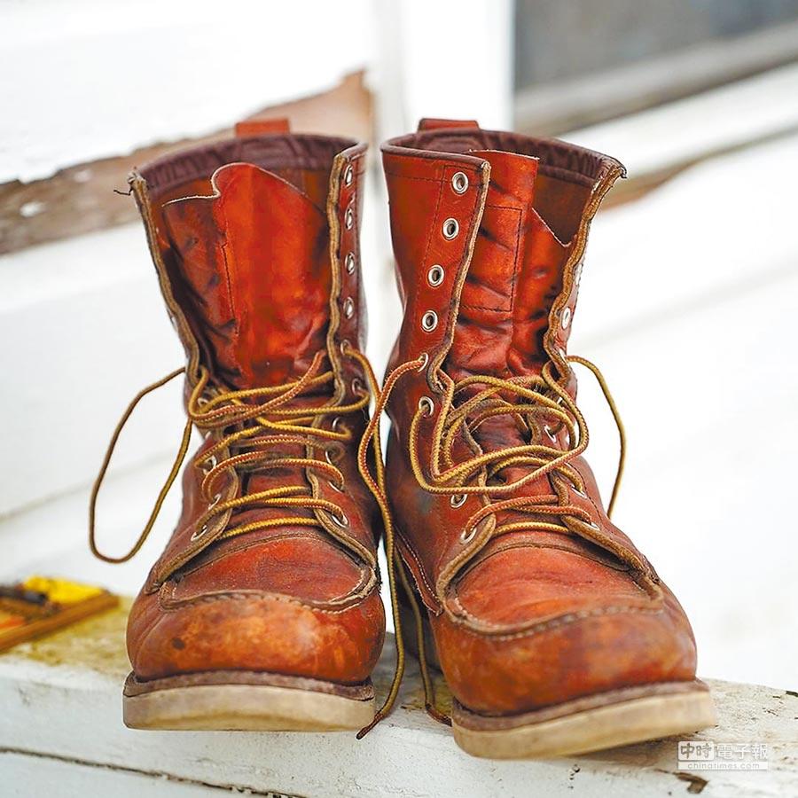 當紳士鞋逐漸成為男鞋主流,靴子退居更小眾卻專精的領域,成為農夫、漁民、工人及軍官的「工作鞋」,並進一步蛻變成美式風格的代表。圖片提供各品牌