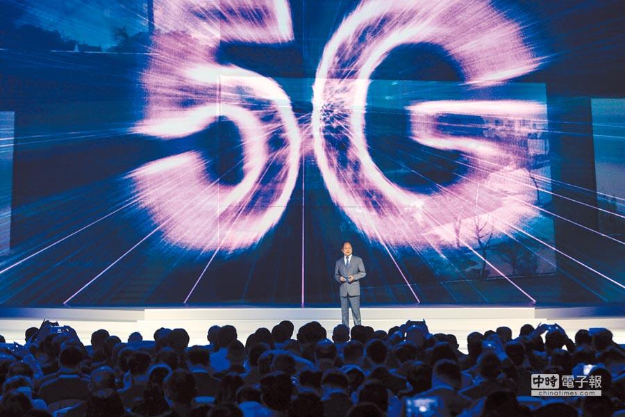 2017年12月3日,世界網路領先科技成果發布活動在烏鎮舉行,華為介紹5G科技成果。(新華社)