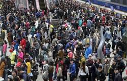 台北市政府捷運站 出現人潮參加跨年晚會