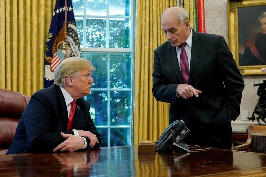 白宮幕僚長凱利(右)即將離職,走人前接受媒體專訪,爆料川普行事靠直覺,更說這份工作做起來特別艱辛。(圖/路透社)