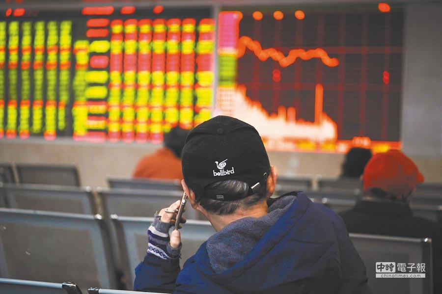 滬指今年大跌25%,主要股指均以年內低點做收。(中新社)