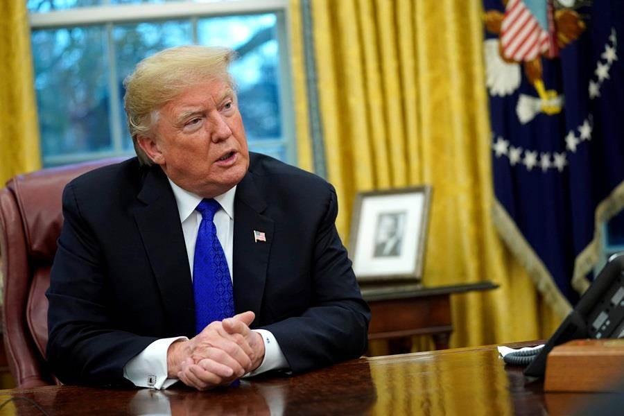 美國總統川普趕在2018年終簽署亞洲再保證倡議法案,未來定期對台軍售將成為美國法律與既定政策,同時鼓勵美高官訪台。(圖/路透社)
