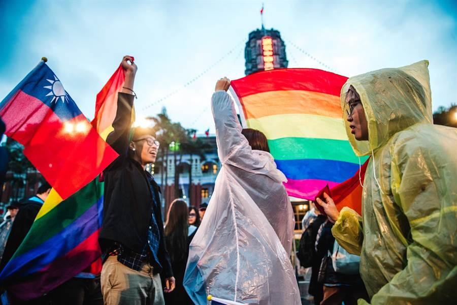 象徵同志平權的彩虹旗。(圖/本報系資料照)
