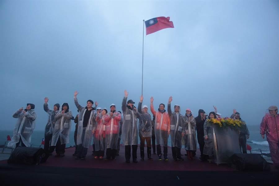 基隆市政府今(1)日清晨在海科館潮境公園舉行元旦升旗典禮。(基隆市政府提供)