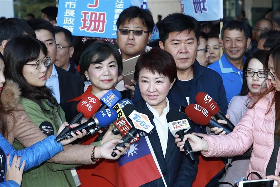 台中市長盧秀燕1日受訪時表示,總統元旦談話有她特別的意義,但一般民眾比較希望少一點口號、少一點政治,多一點經濟,要幫助人民,這才是人民所願。(盧金足攝)