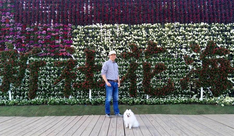 梨山賓館副總經理林閔政將愛犬「小究桑」當成家人。(盧金足翻攝)