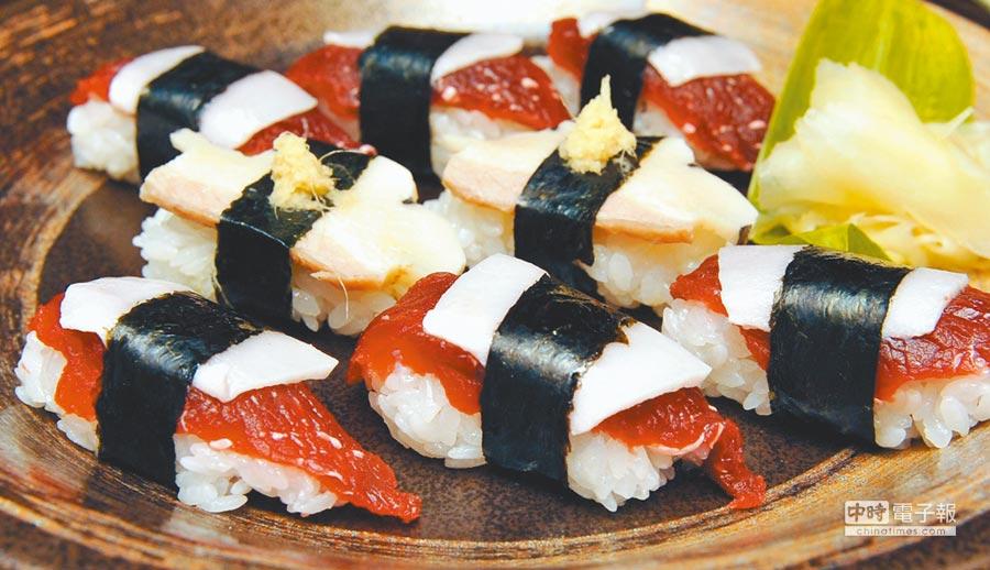 日本壽司店裡,由鯨肉和鯨脂製成的壽司。(新華社)