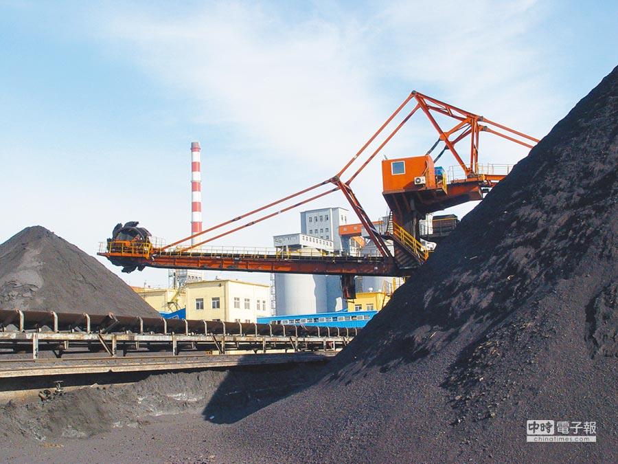 大陸三年來供給側改革,煤炭、鋼鐵去產能任務已經超額完成。圖為安徽淮北煤炭企業。(中新社資料照片)