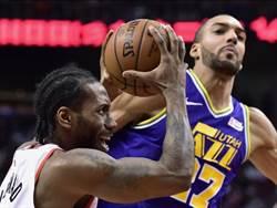 NBA》里歐納德生涯新高45分 暴龍逆襲斬殺爵士
