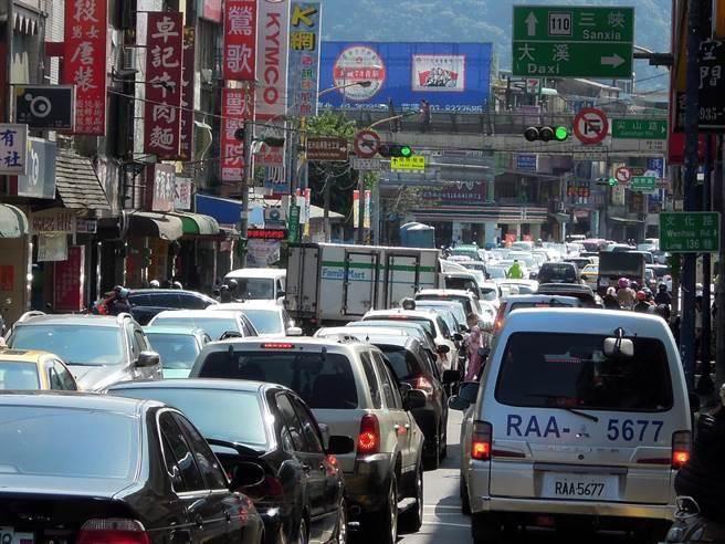 為何塞車時「別車道永遠比較快」?關鍵原因曝光(資料照片/陳俊雄攝)