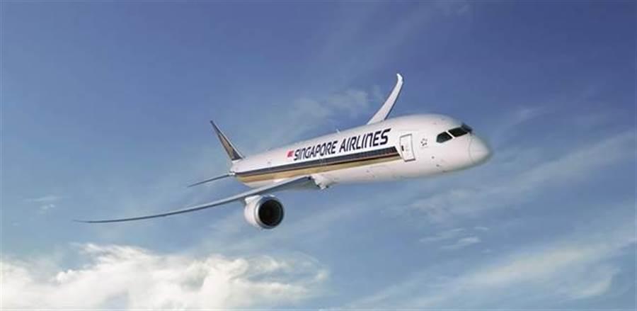 波音787-10首飛台灣 新機亮相飛機迷搶拍