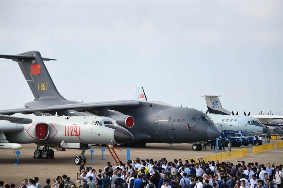 中國大陸近年積極發展空軍,機隊規模擴張迅速。圖為2018年珠海航展。(圖/新華社)