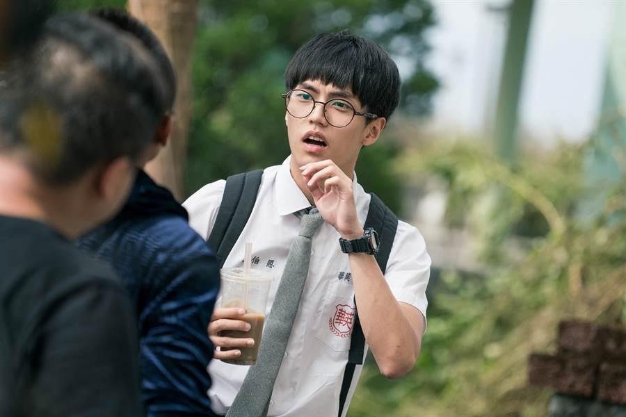 徐謀俊在《玩命貼圖》中演出資優生。(星泰娛樂提供)