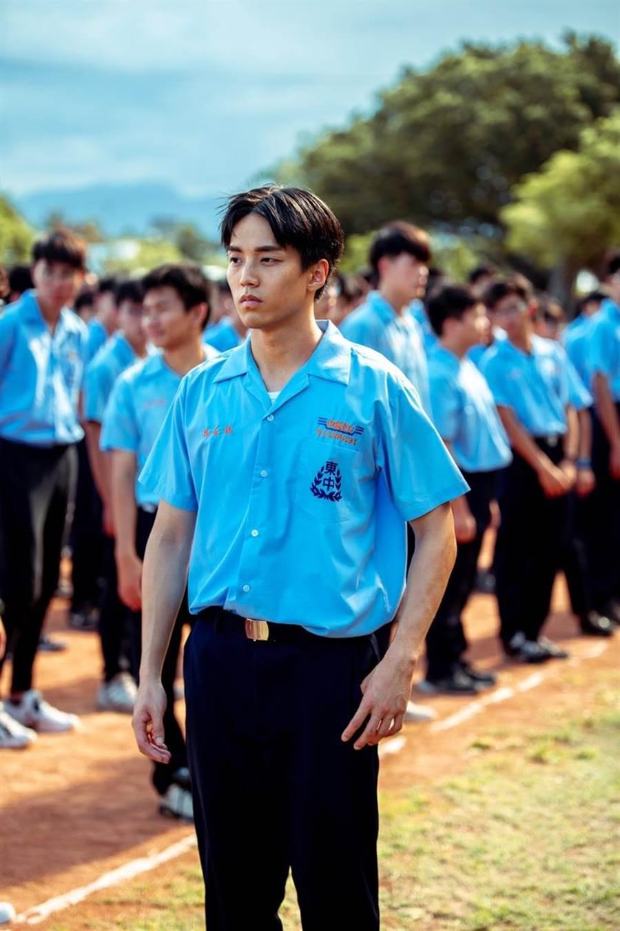 在賀歲片《寒單》中,徐謀俊穿起校服。