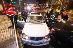 影》鳴笛也沒用? 夜半路口不讓救護車 擦撞2車5傷送醫