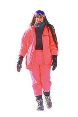 卡達夏姊妹跨年滑雪 紅白機能套裝挺-2℃