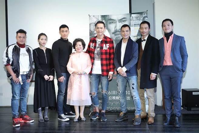 范宏恩(左起)、林映唯、張洋、陳淑芳、黃鐙輝、蘇達、張哲豪、李晏駒。(公視提供)