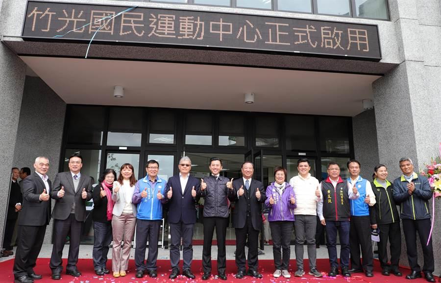新竹市第2座國民運動中心「竹光國民運動中心」3日在市長林智堅主持開幕典禮後,開始試營運。(陳育賢攝)