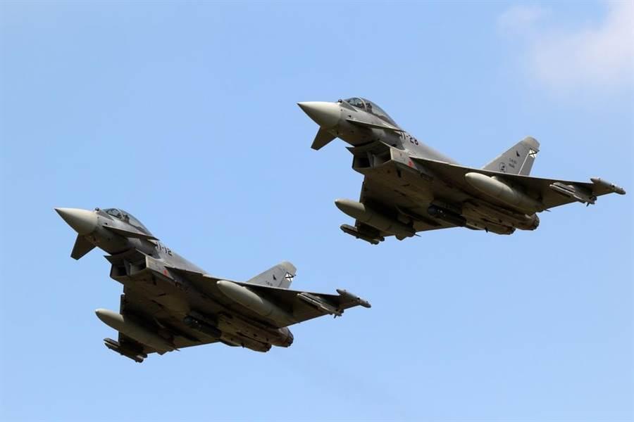 兩架西班牙空軍「颱風」戰機的資料照。(達志影像/Shutterstock)