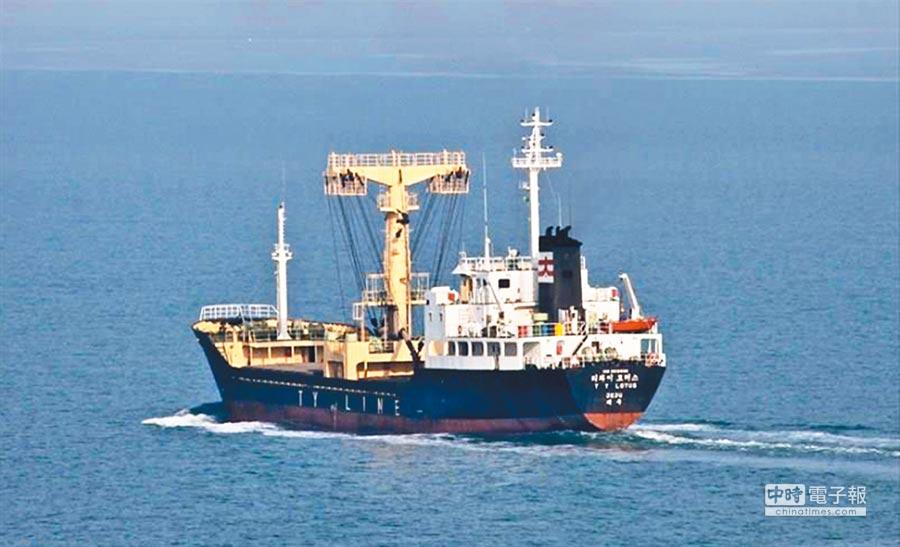 帛琉籍雜貨船2日在外海翻覆,兩岸均派員前往搜救,其中1名我國籍陳姓船員尚未尋獲。(國搜中心提供)