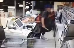 持刀搶超商辯稱嚇嚇店員 得手數千元判刑7年2月