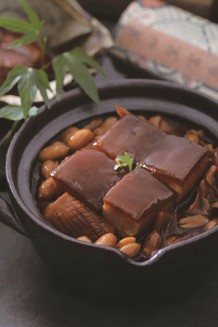 SOGO台北店、天母店「山海樓外帶年菜」4至6人份古味醰肉。(SOGO提供)