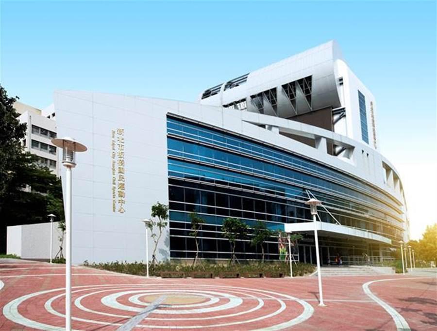 新北市板橋國民運動中心也鄰近新板巨星。(圖/新板巨星提供)